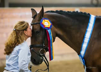 Jeri kissing horse